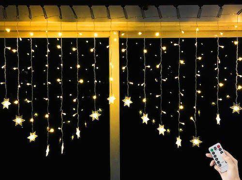 luces de navidad en cortina con estrellas